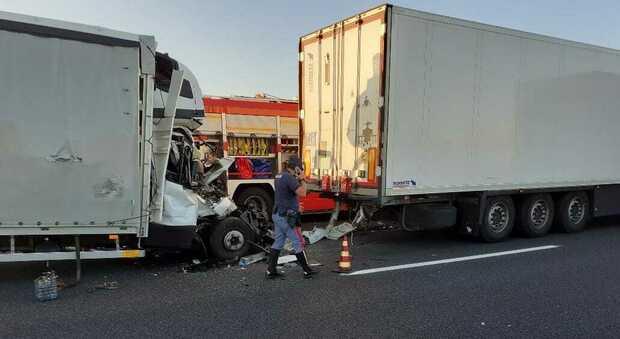 Il furgone in cui ha perso la vita un uomo polacco