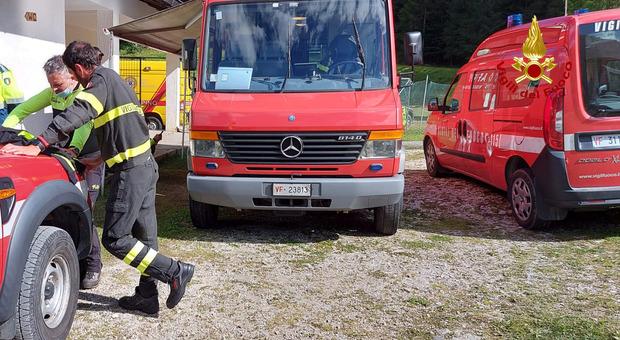 Anche decine di vigili del fuoco sono impegnati da giorni nelle ricerche di Federico Lugato