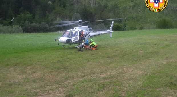L'elicottero (foto del Cnsas Fvg)