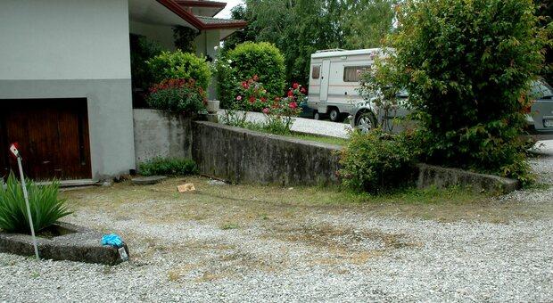 Il cortile dove il piccolo Daniele Peresano venne investito dal camper guidato dal nonno