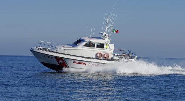 Una vedetta della Guardia Costiera