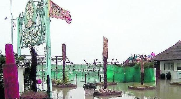Rosolina, il mare mangia la spiaggia Molti danni alle strutture balneari - Il Gazzettino