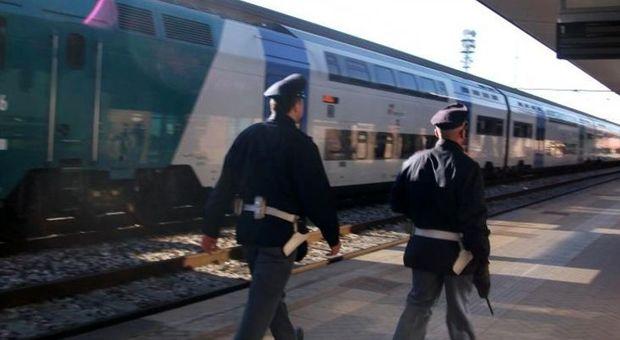 Ladro seriale di borsette, trans colombiano smascherato in treno