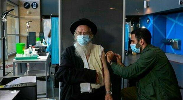 Covid Israele, terza dose per 3 milioni di persone. Bennett: «È sicuro e funziona»