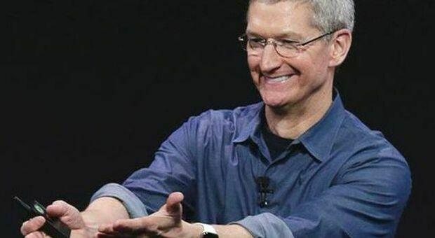 Apple, Tim Cook e i suoi 10 anni da record: vendute azioni per 750 milioni di dollari