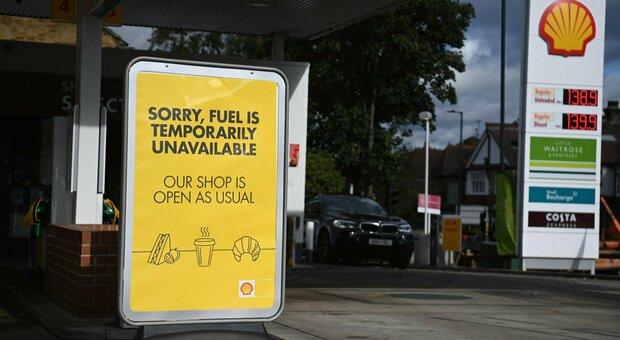Gran Bretagna, crisi della benzina: Alta tensione oltremanica ma Johnson per ora esclude l'impiego dell'esercito