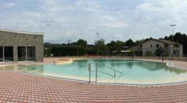 Apre laguna nuova piscina scoperta maxi vasca con for Piscina arzignano