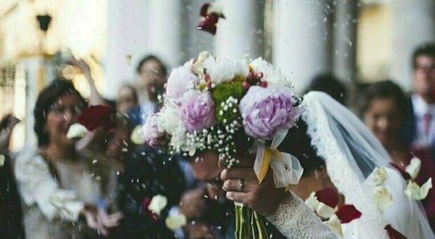 Matrimoni con contagi: i positivi delle due feste sono più di una settantina. Appello dell'Av4: «Chi è stato al banchetto si faccia avanti»
