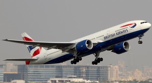 Donna si ammala in aereo e muore dopo l'atterraggio di emergenza, calvario per gli altri passeggeri
