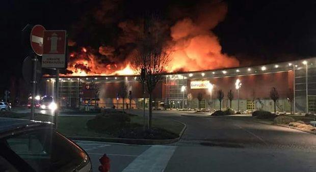 Incendio al parco commerciale di Oderzo