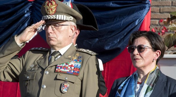 Elisabetta Trenta con il Capo di Stato maggiore della Difesa Claudio  Graziano e09f56ec6e99