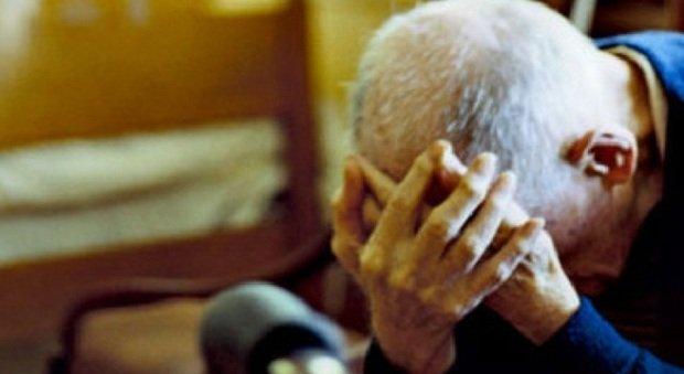 Cura da sola il padre centenario, ma le tagliano i contributi