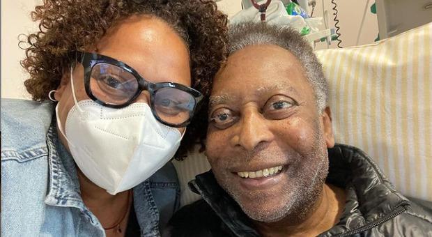 Pelé di nuovo ricoverato in terapia intensiva, la figlia: «Tornerà presto, lo promettiamo!»