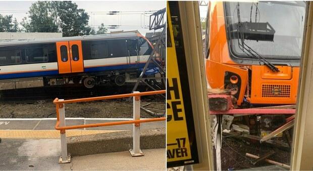 Incidente a Londra, treno si schianta contro la stazione: 2 feriti. «Stava per finire sul marciapiede»