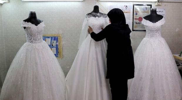 Cercare moglie in Iran? Per ridurre il calo demografico i Mullah varano l'app per incontri Hamdam, tutte le altre sono illegali