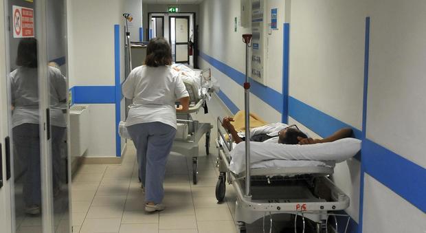 Sonia, 46 anni, sente male alla schiena e va in ospedale. Dimessa: muore dopo 24 ore