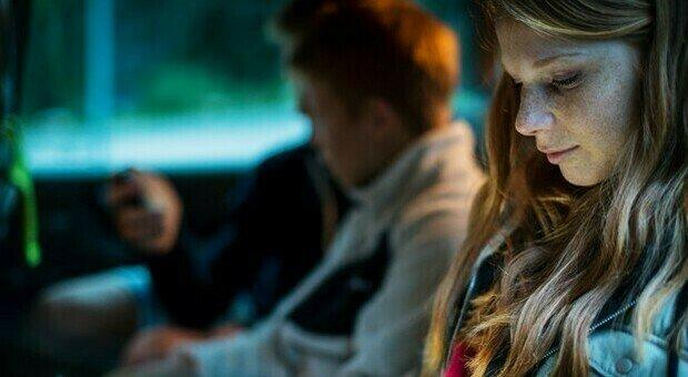 Germania, 1 ragazzo su 5 pensa al suicidio: arriva il supporto psicologico via chat
