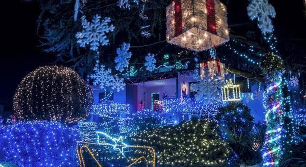 Case Di Campagna Addobbate Per Natale : I villaggi e le case di babbo natale più belle in italia