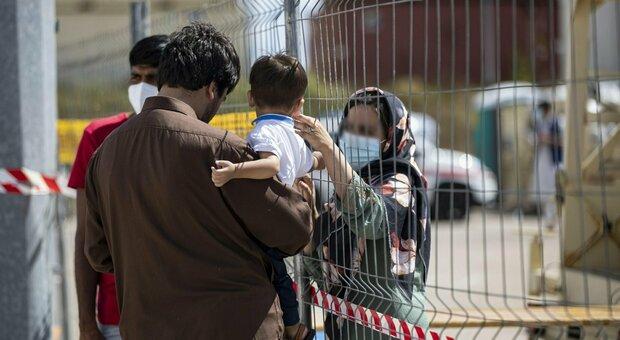 Rifugiati e Difesa Ue, l'asse Italia-Francia: «L'Europa faccia di più» `