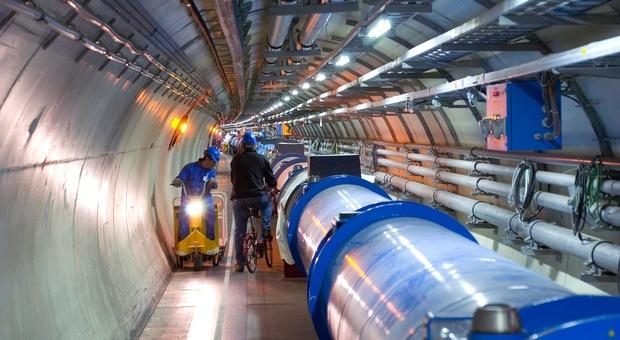 """Fisica, nuova scoperta al Cern sul bosone di Higgs: «Così la """"particella di Dio"""" ci porterà alla materia oscura»"""