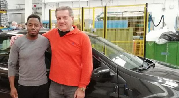 Cremona, auto di un magazziniere rimane coinvolta nell'esposione dell'incidente aereo del 3 ottobre: il titolare gliene compra una nuova