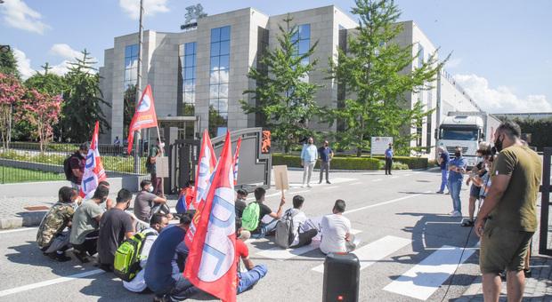 Grafica veneta, il sit-in di protesta dei lavoratori