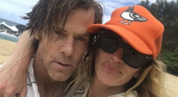 La Roberts posta una foto con il marito per celebrare i loro 19 anni d'amore