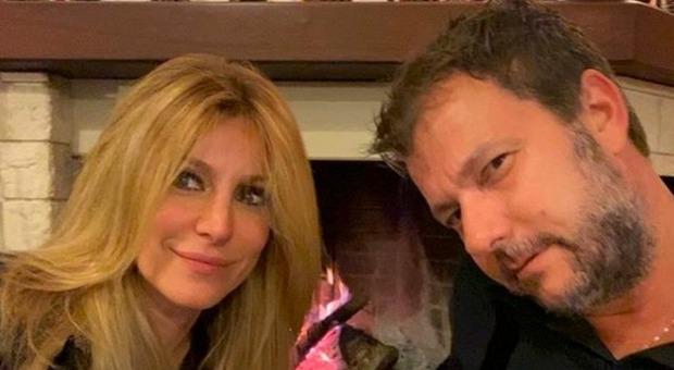 Adriana Volpe pronta per il Grande Fratello Vip, ma l'ex marito Roberto Parli l'accusa: costretta a cancellare il post