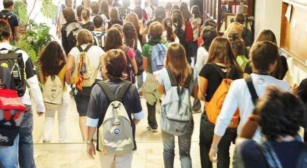 Gli studenti delle medie non possono tornare a casa da soli la circolare che divide l 39 italia - Pitturare casa da soli ...