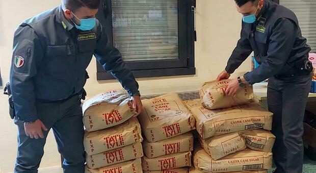 Blitz della Finanza: sequestrati 5.000 litri di vino e una tonnellata di zucchero