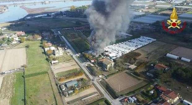 Furioso incendio di casa e garage distrutte cinque auto for Garage di casa