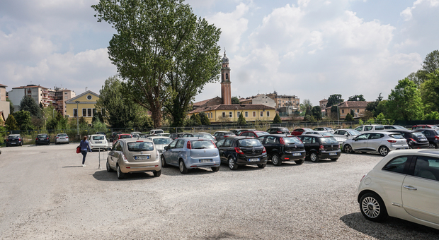 L'attuale parcheggio all'interno dell'ex caserma Prandina