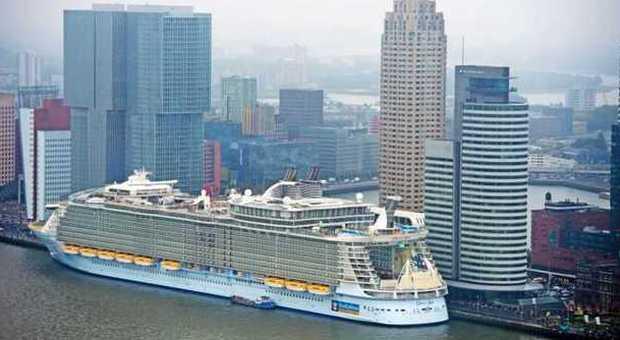 Approda a rotterdam la nave da crociera pi grande del mondo for La villa piu grande del mondo