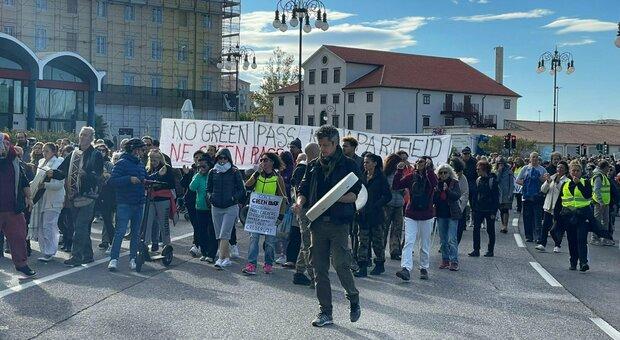 Green pass, ipotesi tamponi gratuiti per i portuali: il blocco di Trieste preoccupa il Viminale