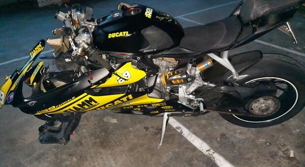 Moto in frontale con un'ambulanza: due feriti