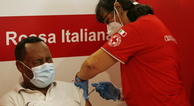 Vaccino, oltre 3 milioni e mezzo di cinquantenni ancora scoperti: Sicilia, Calabria e Bolzano in testa