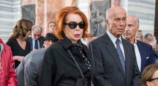 Addio a Carlo Giovanelli, da Emanuele Filiberto a D'Agostino in duemila per l'ultimo saluto al principe della mondanità