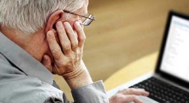La pensione non arriva, chiama la banca. La risposta lo gela: «Lei è morto»