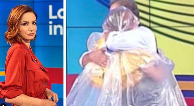 Vita in diretta, tra Andrea Delogu e Marcello Masi abbraccio anti-Covid. Lui: «Sei più di un'amica»
