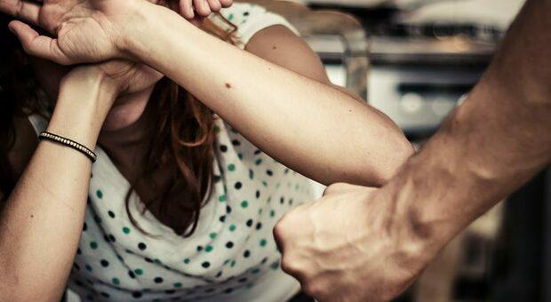 Donna picchiata dal compagno
