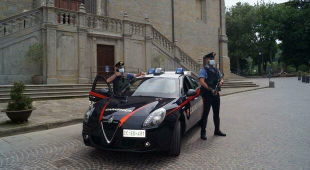 Accoltella il rivale dopo la lite: arrestato dai carabinieri. La vittima è in gravi condizioni