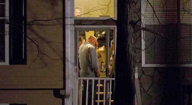 Entra in casa della ex moglie e apre il fuoco 5 morti fra for Cosa cercare nell ispezione finale della casa