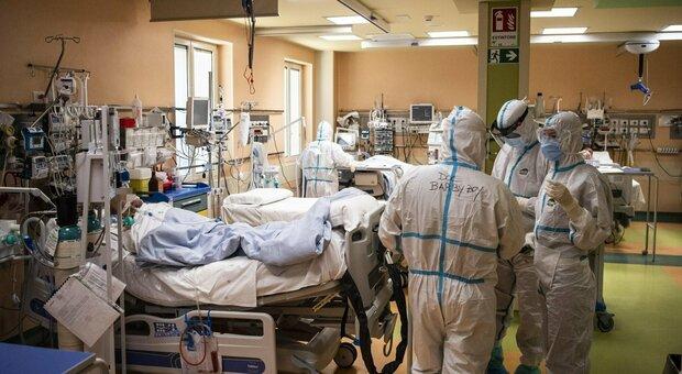 Covid, muore dopo essere stato rifiutato da 43 ospedali sovraccarichi: «Terapie intensive piene per il virus»