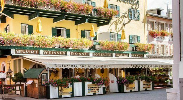 """Cavallino Bianco, costretto alla chiusura per 10 giorni l'hotel """"no mask"""" di San Candido"""