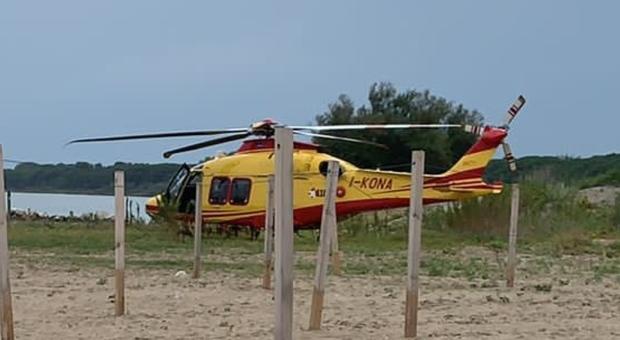 L'elicottero atterrato a Eraclea