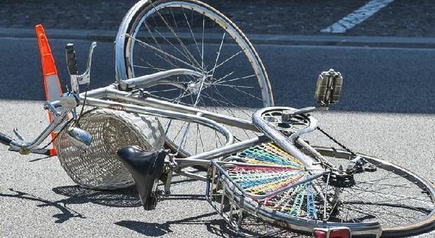 Risultati immagini per travolto in bicicletta