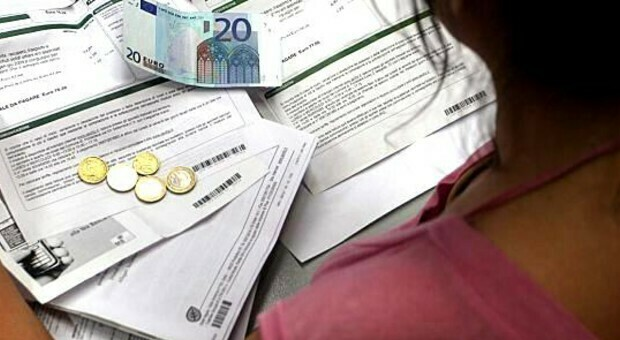 Ancora aumenti per bollette e carburante: le famiglie italiane messe in ginocchio dalle tasse