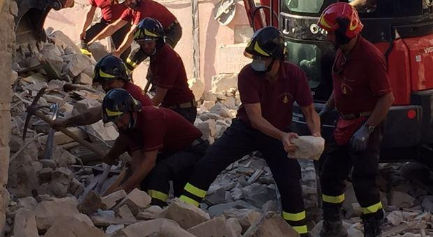 I pompieri di udine al lavoro senza risparmio 4 corpi for Lavoro a udine