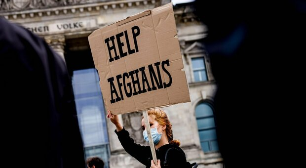 Migranti e terrorismo, Ue e Nato cedono: «Trattare con i vincitori»