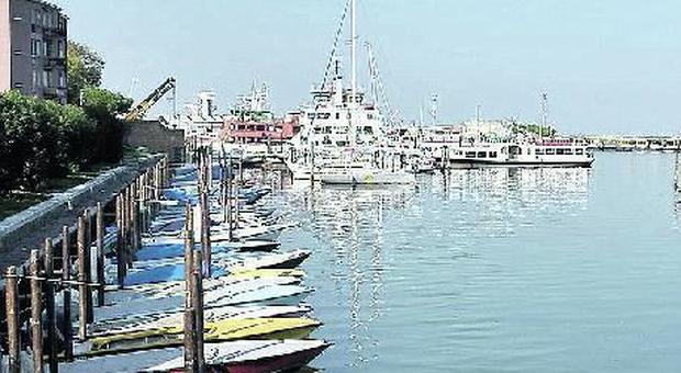 Ufficio Per Targhe Barche Venezia : Ufficio chiuso per più di un mese per trasloco le barche restano